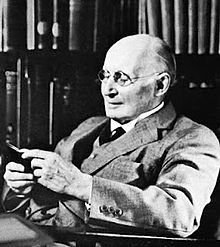 220px-Alfred_North_Whitehead (2)